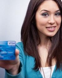 Женщины более внимательно относятся к банковским картам
