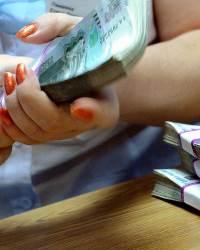 Банки с 2020 года начали забирать пособия на детей