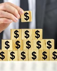 Фундаментом пирамид становится иностранный капитал