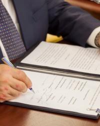 Служебный контракт
