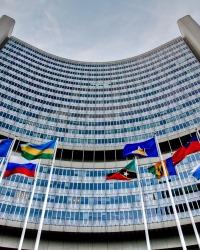 Структурное регулирование и выполнение функции международного агентства