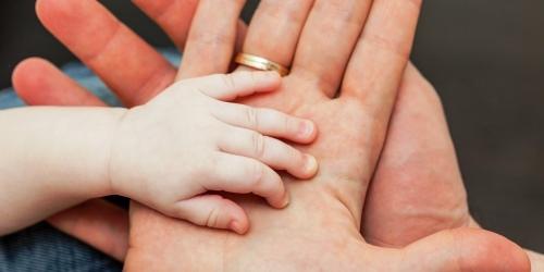 Выплата пособий по уходу за ребенком до 1,5 лет по новому в 2021 году